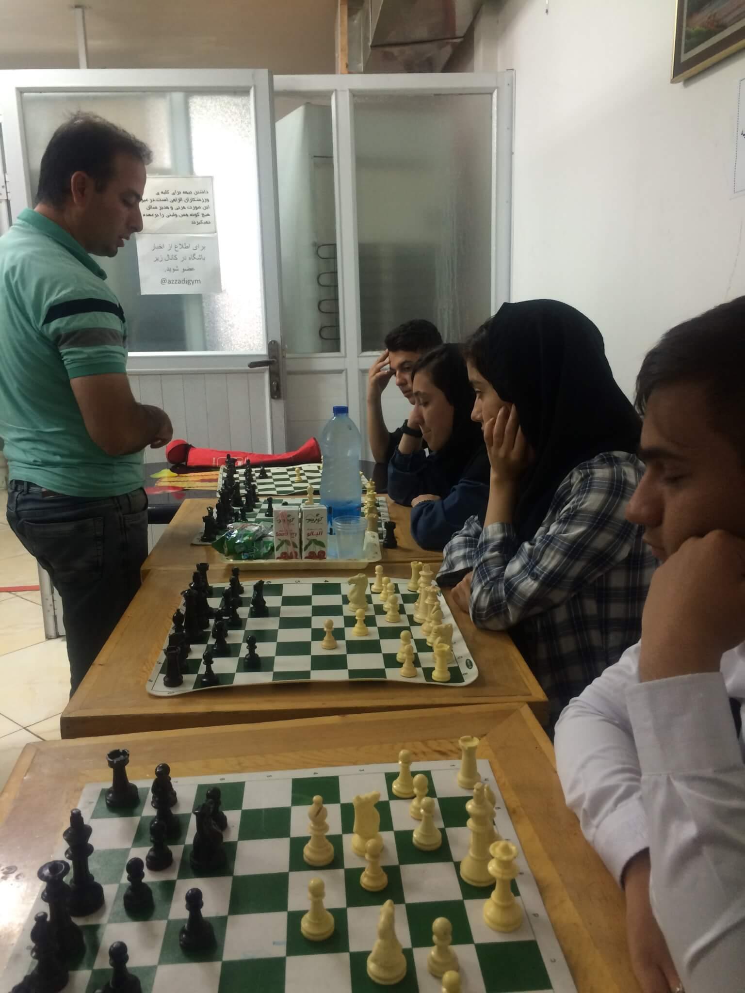 برگزاری کلاسهای پیشرفته شطرنج توسط استاد عیسی آبادی در هیات شطرنج رباط کریم